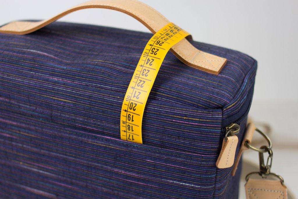 ショルダーバッグハコ型の外ポケット